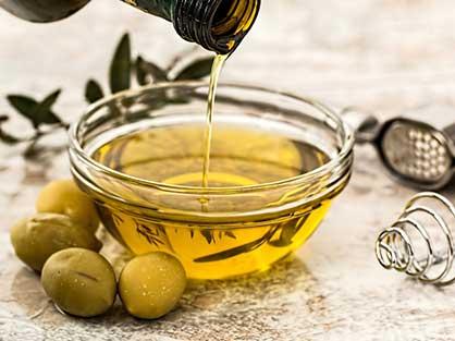Goûtez l'huile d'olive de Nîmes pendant vos vacances en Provence Occitane