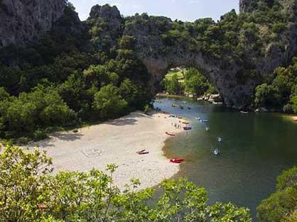 Gorges de l'Ardèche et Vallon Pont d'Arc près de Laudun