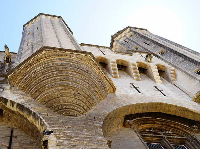 Pendant le festival, séjournez au calme à Laudun près d'Avignon